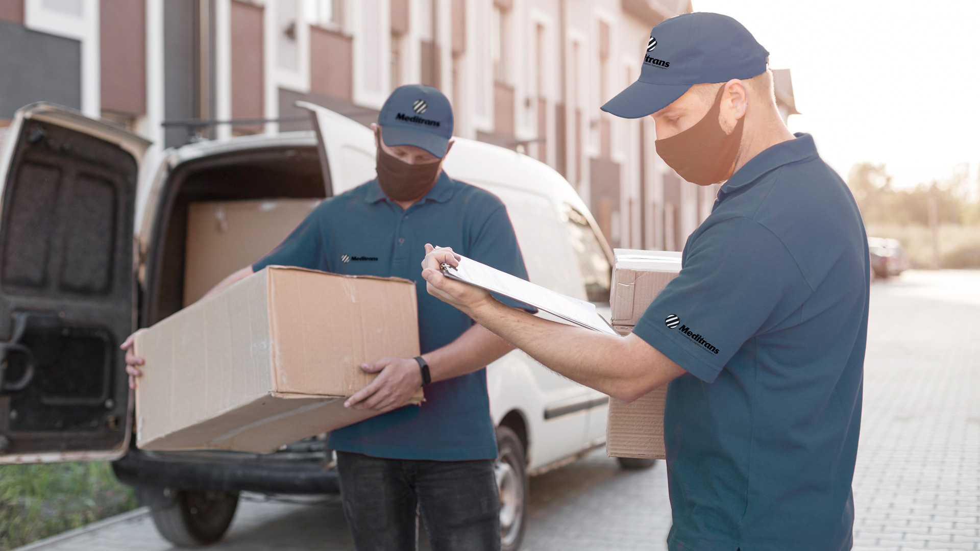 Messaggerie, transportation and delivery of packages and parcels